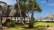 Дрібний білий пісок, бірюзовий океан і   нависаючі пальми ... Хочете? Тоді полетіли на Занзібар, в готель Kiwengwa Beach Resort 5 *!